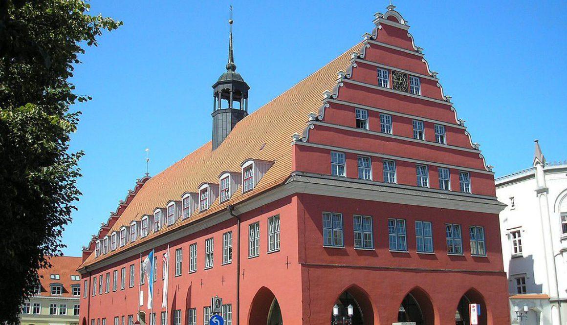 1024px-Rathaus_Greifswald